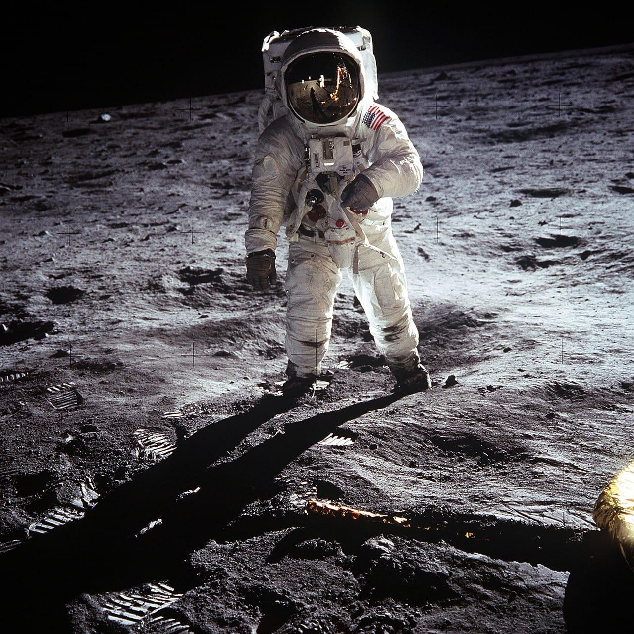 moon-landing-60582_1280