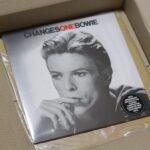 到着しました40周年記念盤「Changesonebowie」!!! さて、期待したクリア・ヴァイナルは入っているでしょうか?