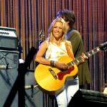 これほどギターが似合う女性アーティストを知らない。シェリル・クロウ(Sheryl Crow)